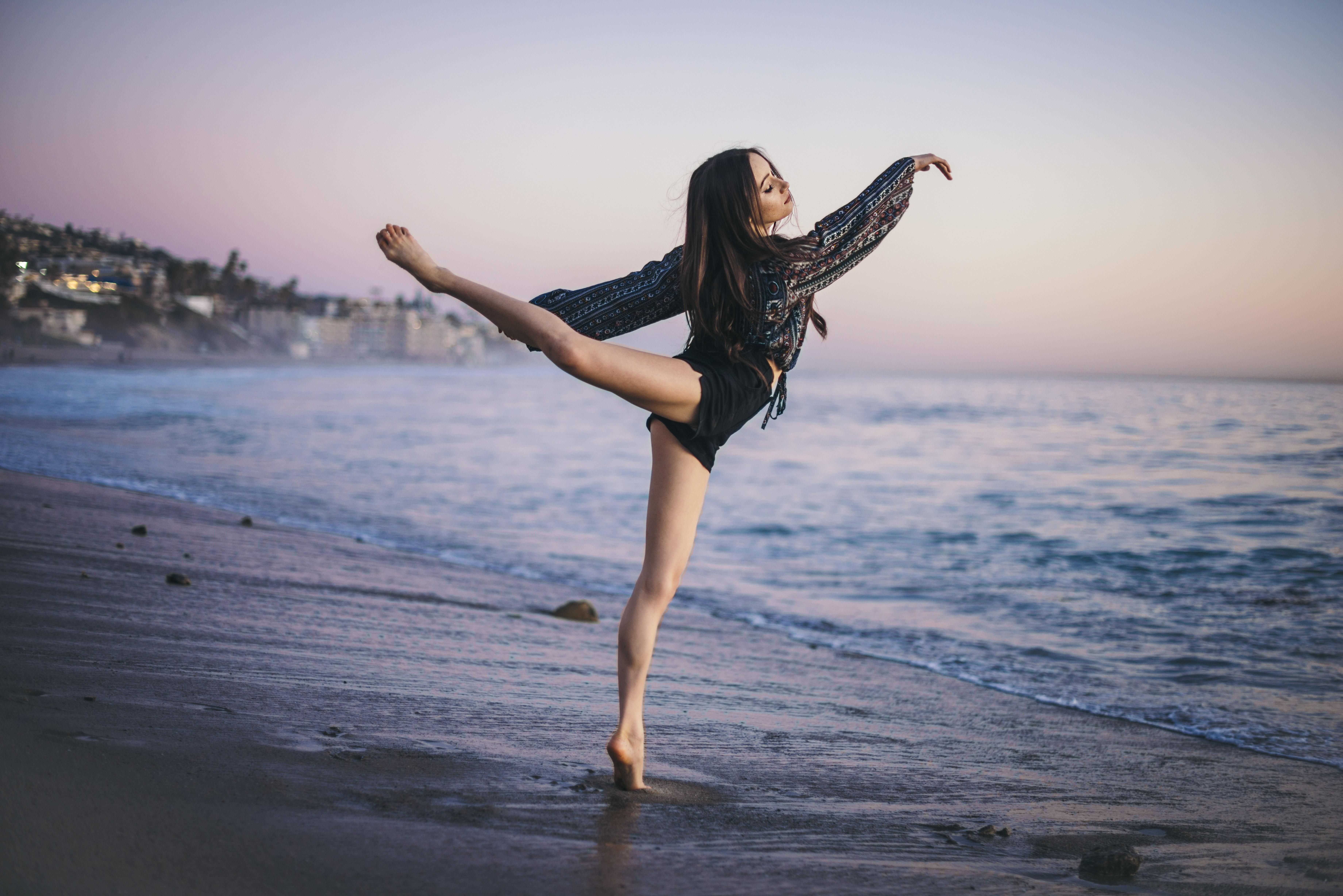 Картинки с девушкой в танце