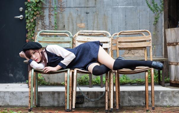 Фото обои грусть, девушка, платье, лежит, ножки