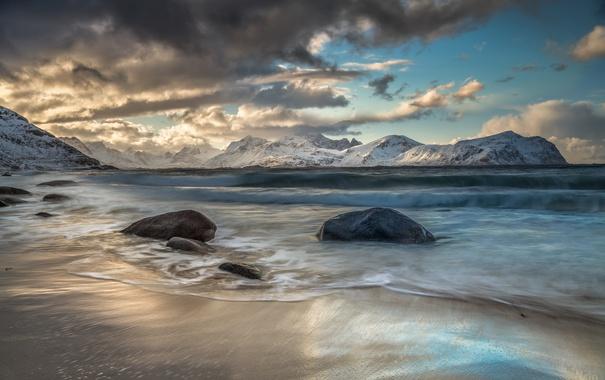 Фото обои море, волны, небо, пейзаж, горы, тучи