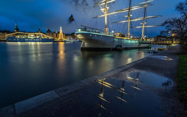 Фото обои ночь, огни, река, дома, парусник, корабли, Стокгольм