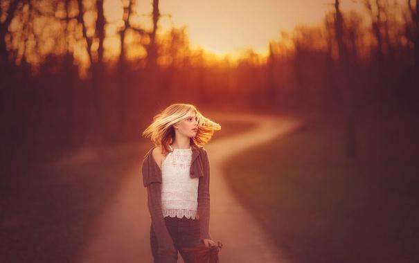 Фото обои дорога, вечер, девочка