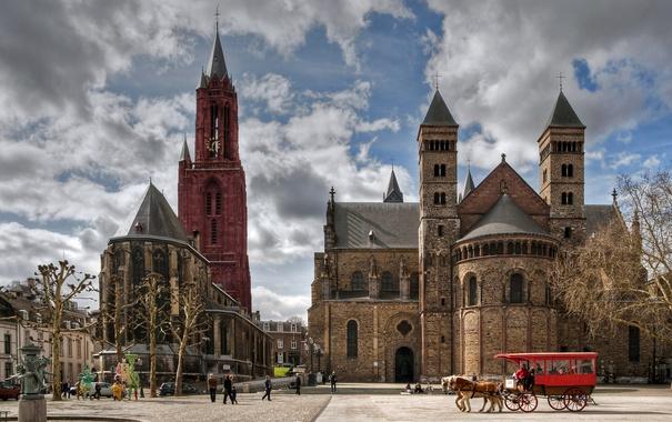 Фото обои облака, площадь, башни, карета, Нидерланды, дворец, Maastricht
