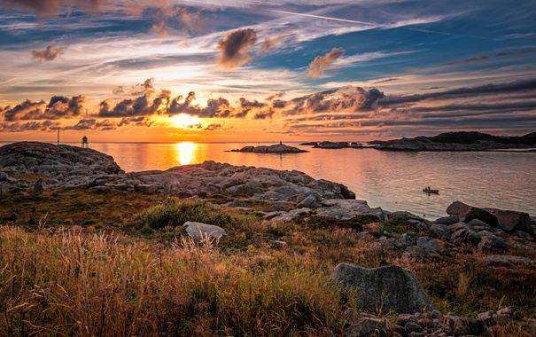 Фото обои море, небо, трава, облака, закат, камни, побережье