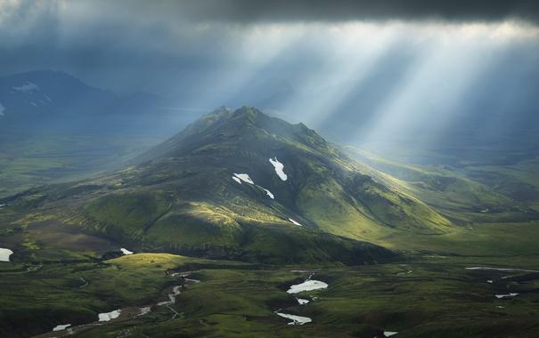 Фото обои небо, лучи, свет, гора, долина, горы.холми