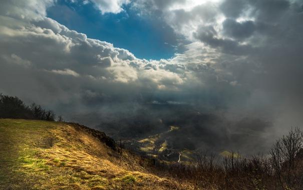 Фото обои небо, облака, туман, гора, долина, вид сверху