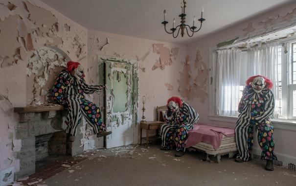 Фото обои комната, камин, клоуны