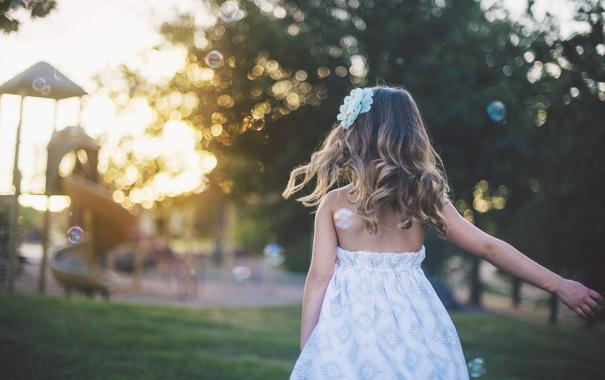 Фото обои лето, волосы, ребенок, девочка, сарафан, детская площадка