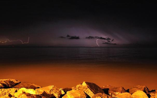 Фото обои море, гроза, ночь, камни, молния