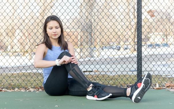 Фото обои woman, pose, footwear, watching the clock