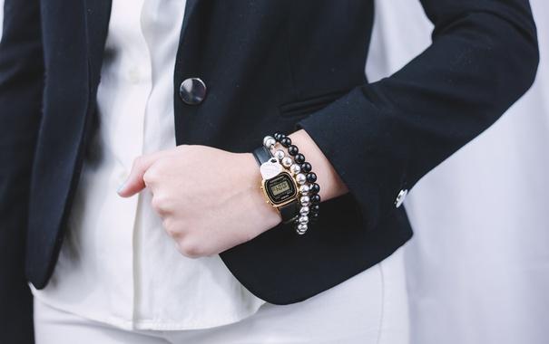 Фото обои часы, пиджак, браслеты