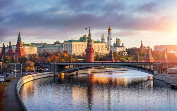 Фото обои дорога, закат, мост, река, Москва, храм, набережная