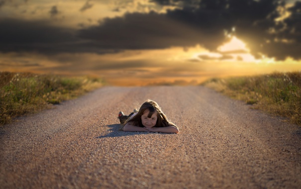 Фото обои дорога, небо, девочка
