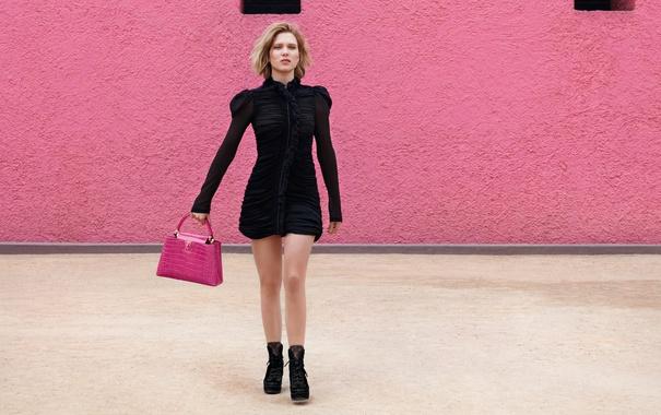 Фото обои модель, реклама, платье, актриса, блондинка, фотограф, сумочка