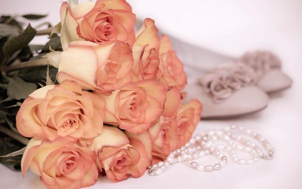 Фото обои нежность, розы, ожерелье, туфли, винтаж