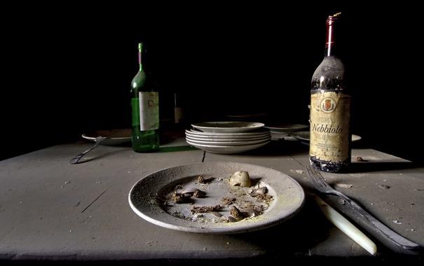 Фото обои бутылка, приборы, тарелка