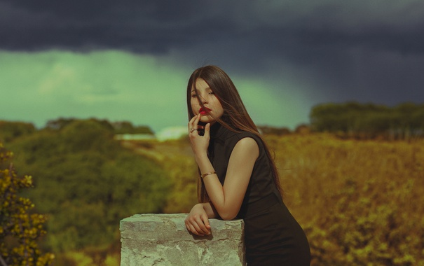 Фото обои взгляд, девушка, лицо, фон, волосы, платье, помада