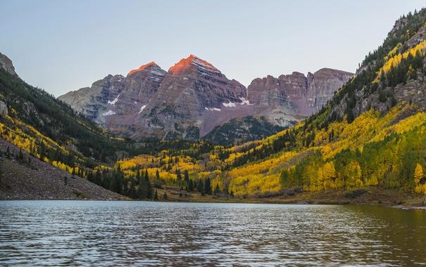 Фото обои осень, лес, деревья, горы, озеро, камни, скалы