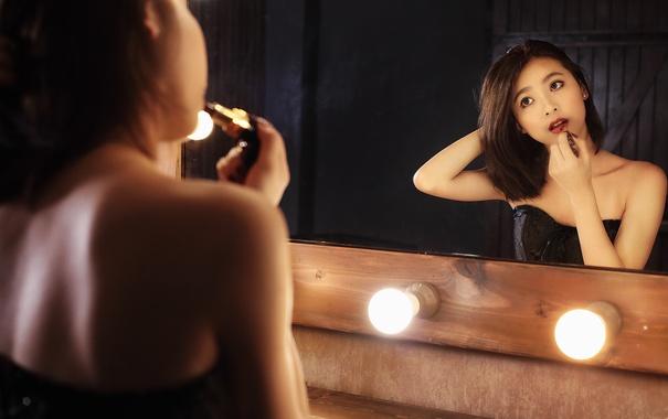 Фото обои девушка, свет, лицо, отражение, волосы, зеркало, помада