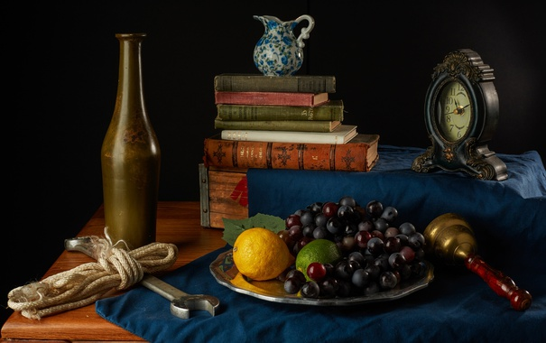 Фото обои лимон, часы, книги, виноград, лайм, кувшин, фрукты