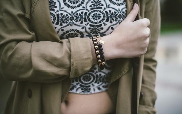 Фото обои девушка, рука, браслет