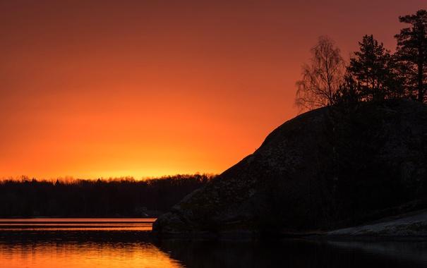 Фото обои лес, деревья, скала, озеро, зарево