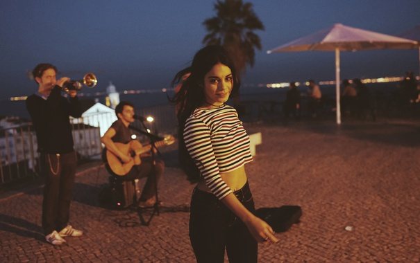 Фото обои девушка, город, вечер, актриса, красавица, vanessa hudgens