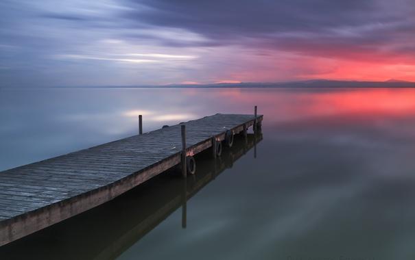 Фото обои пляж, небо, закат, тучи, озеро, вечер, причал