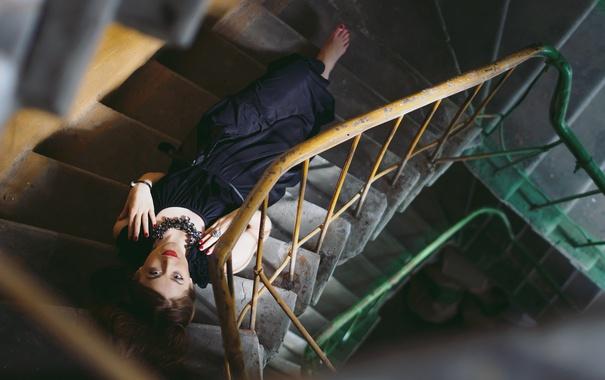 Фото обои девушка, дом, лестница
