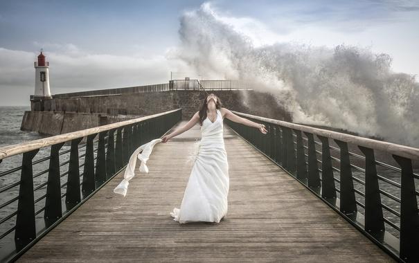 Фото обои девушка, мост, волна, море, маяк
