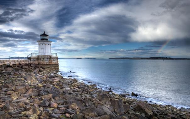 Фото обои море, небо, облака, камни, побережье, маяк, США