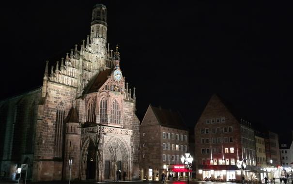 Фото обои ночь, огни, Германия, Бавария, площадь, Нюрнберг, Церковь Девы Марии