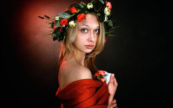 Фото обои портрет, венок, прелесть.веснушки