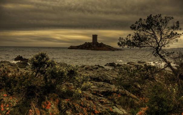 Фото обои море, тучи, камни, скалы, побережье, Франция, остров