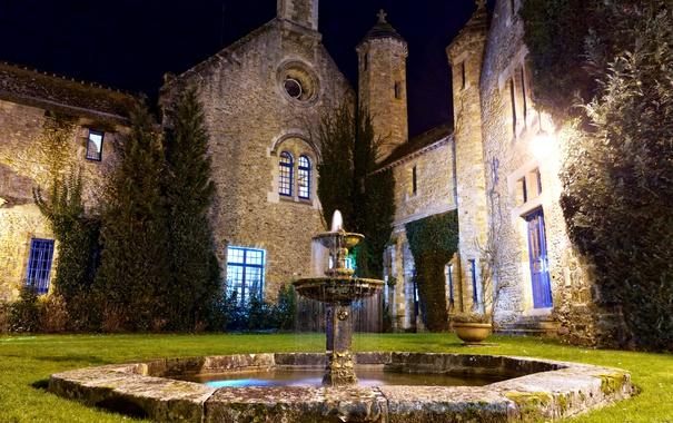 Фото обои ночь, дом, Франция, двор, фонтан, Vaux de Cernay
