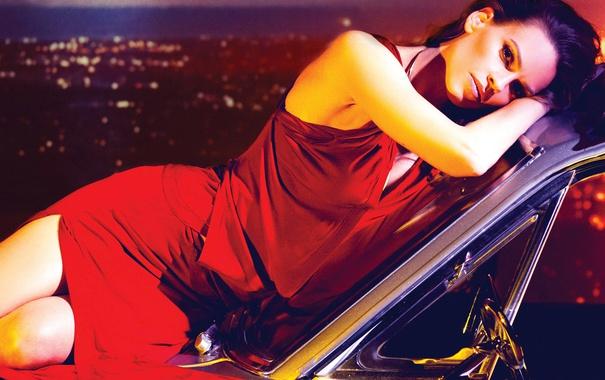 Фото обои авто, платье, актриса, брюнетка, Hilary Swank, в красном, позирует