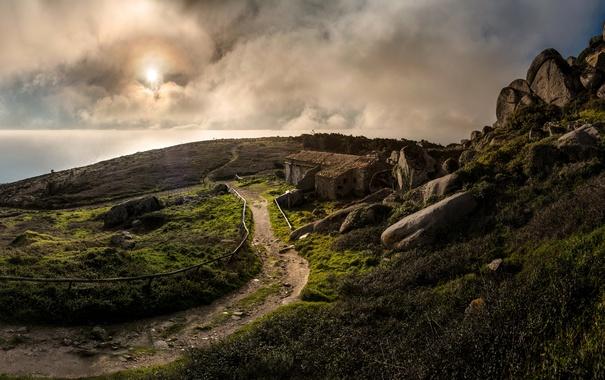 Фото обои море, облака, камни, побережье, горизонт, развалины, Португалия