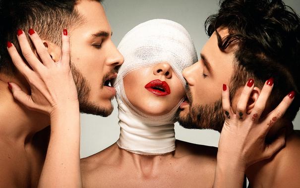 Фото обои девушка, трио, мужики, бинты