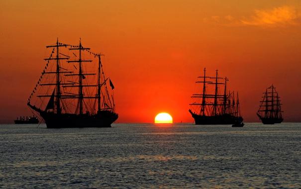 Фото обои море, солнце, закат, корабль, парусник, зарево