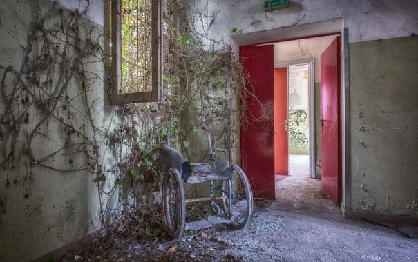 Фото обои комната, дверь, коляска