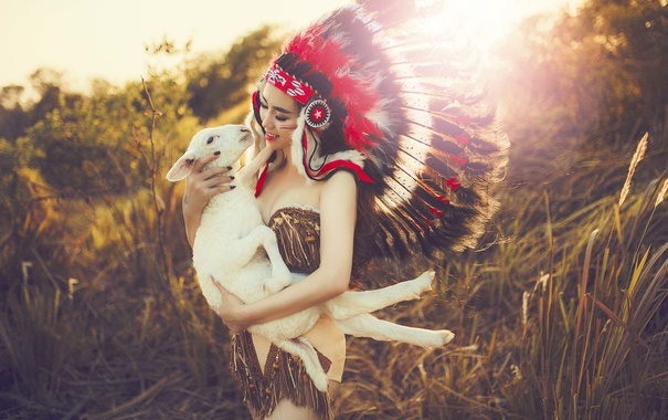 Фото обои лето, девушка, природа, лицо, перья, овечка, головной убор