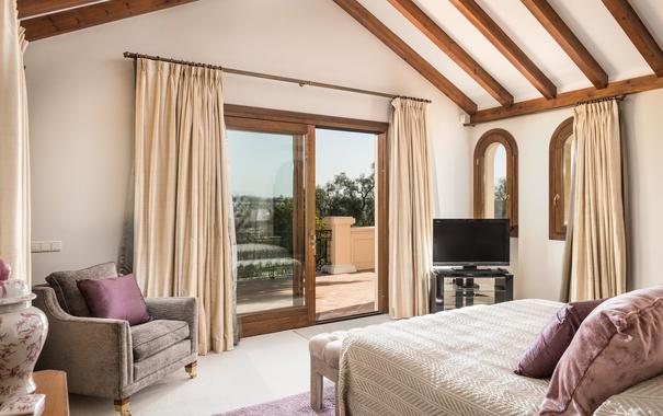 Фото обои дизайн, стиль, кровать, кресло, подушки, окно, спальня