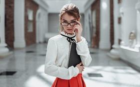 Обои Ирина Регент, Красивая, Книга, Очки, Взгляд, Девушка