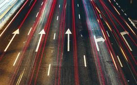 Обои дорога, город, знаки