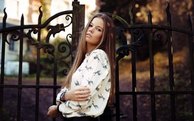 Картинка лето, взгляд, девушка, лицо, ворота, красотка