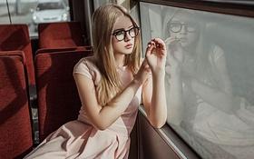 Картинка Стекло, Девушка, Очки, Платье, Илона, Розовое, Отражеие