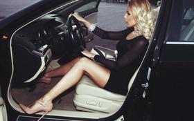 Обои платье, кресло, сидит, авто, за рулем, туфли, салон