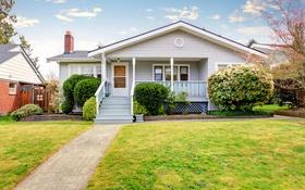 Обои крыльцо, кусты, особняк, дорожка, газон, дом, дизайн