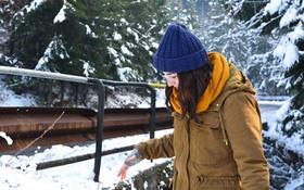 Обои зима, девушка, шапка, куртка