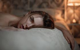 Картинка Девушка, Взгляд, Свет, Портрет, Кровать, Фотосессия, Студия