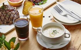 Картинка сок, суп, мясо, тарелки